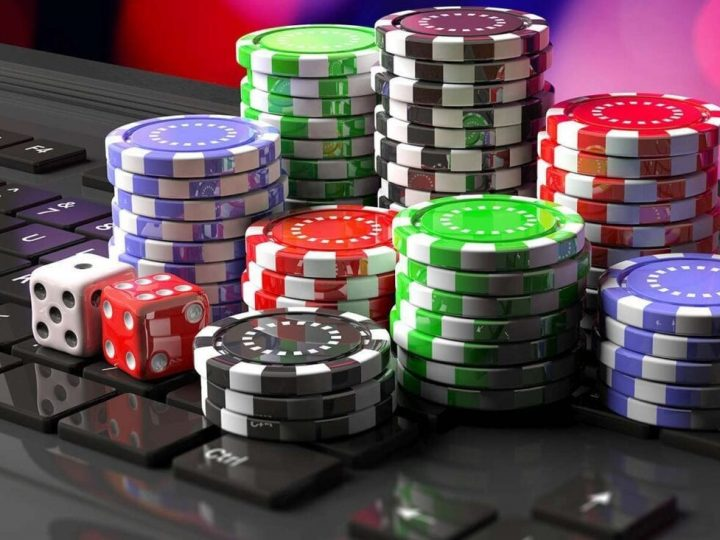 What advantages are offered by online gambling for real money?